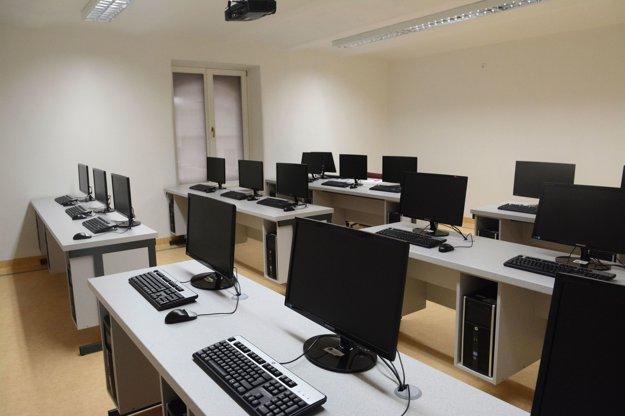 Špecializované učebne. Technické zabezpečenie bude vo vynovenej budove na európskej úrovni.