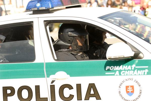 Dozrú na poriadok? Štátni policajti sa asi chystajú na magistrát.