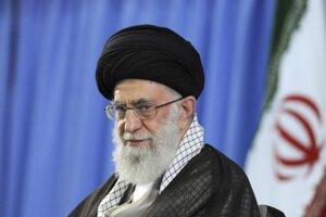 Ajatolláh Alí Chameneí je najvyššou politickou a náboženskou autoritou Iránskej islamskej republiky a má konečné slovo v kľúčových štátnych záležitostiach.