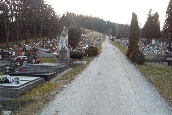 Vďaka polohe a parkovému prevedeniu patrí ružomberský cintroín medzi najkrajšie na Slovensku.