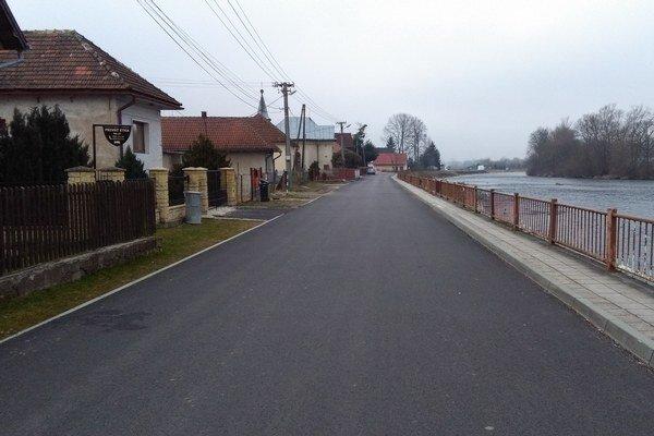 Jednou z prvých činností, do ktorej by sa chceli pustiť, je rekonštrukcia chodníka a štyridsaťročného zábradlia pri Váhu