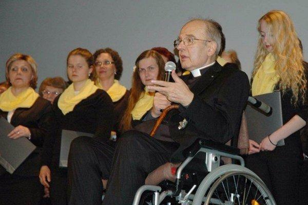 T. Zasępa má vážne zdravotné problémy, ocenenie si prevzal sediac na invalidnom vozíku.