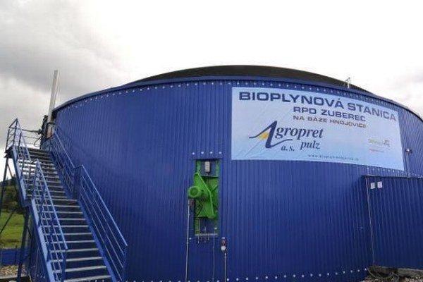 Bioplynová stanica je pri družstvách v Zuberci aj Ludrovej. Spracováva biologický a živočíšny odpad.