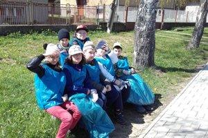 Žiaci z Jamníka sa počas Dňa Zeme venovali rôznym ekologickým aktivitám.