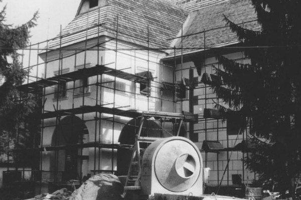 Múzeum liptovskej dediny v Pribyline pri Liptovskom Hrádku je najmladším múzeom v prírode na Slovensku. Kópiu ranogotického kostola z Liptovskej Mary dokončili v roku 1998 pracovníci Štátnych reštaurátorských ateliérov v Levoči.