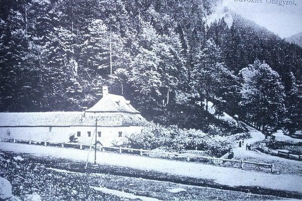Kedysi v hoteli Šturec panoval čulý ruch zastavovali sa v ňom pocestní pred náročným výstupom aj po ňom.