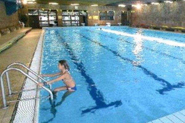 Deti do 15 rokov sa môžu kúpať na plavárni len v sprievode dospelej osoby.