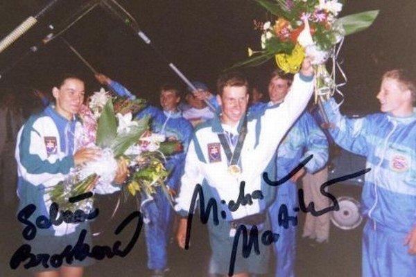 Prvý slovenský olympijský víťaz Michal Martikán (vpravo) po príchode zAtlanty vroku 1996.