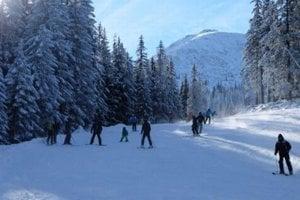 V novej lyžiarskej sezóne by mala byť frekventovaná zjazdovka širšia a vďaka tomu bezpečnejšia.
