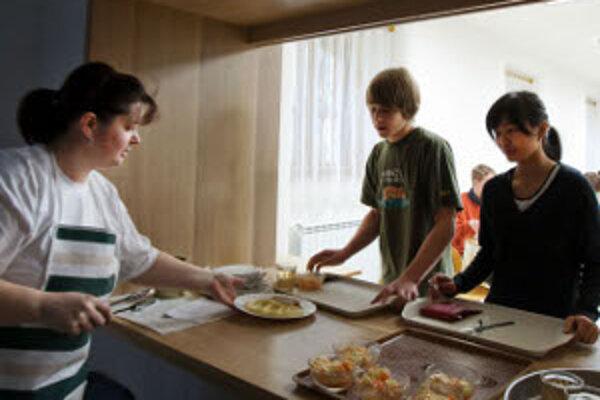 Rodičia žiakov budú prispievať na režijné náklady školských jedální.