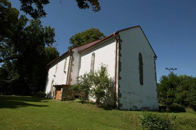 Ranogotický kostolík v Hornej Mičinej je nenápadný, no mimoriadne vzácny.