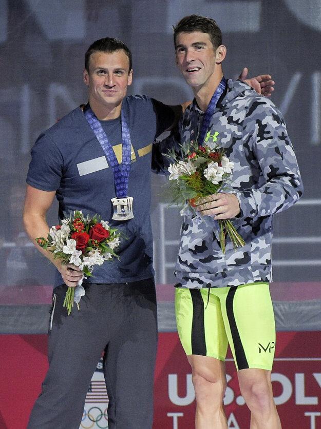 Michael Phelps (vpravo) a Ryan Lochte sú dobrými kamarátmi.