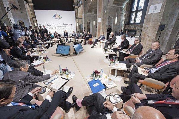 Na snímke ministri financií a centrálni bankári siedmich najvyspelejších štátov sveta, tzv. skupiny G7.