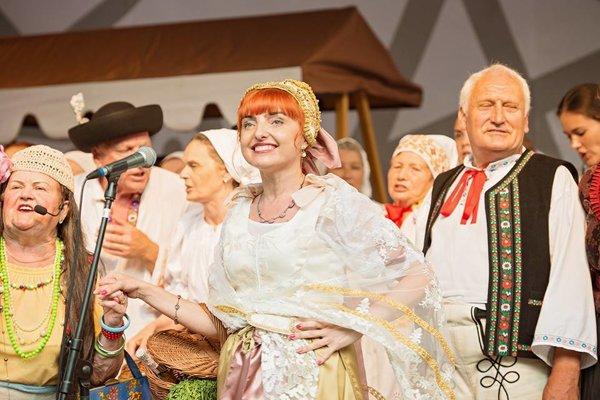 Prievidzský kroj prezentovala primátorka mesta Katarína Macháčková.