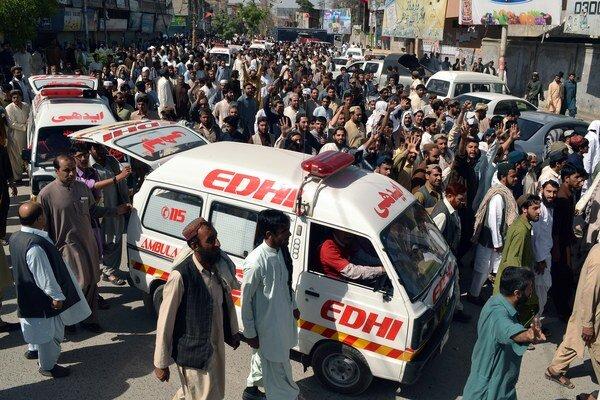 Neznámi pakistanskí ozbrojenci zabili 19 civilistov.