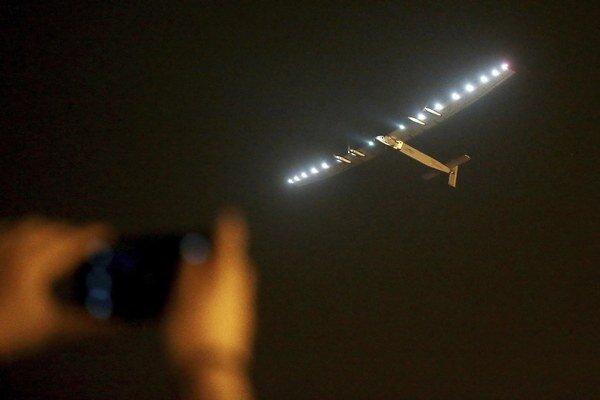 Solar Impulse 2 odletelo z Nankingu na Havajské ostrovy.