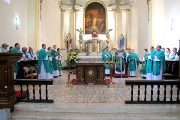 Pri príležitosti výročia narodenia Eduarda Nécseya sa konala v Oslanoch slávnostná omša.