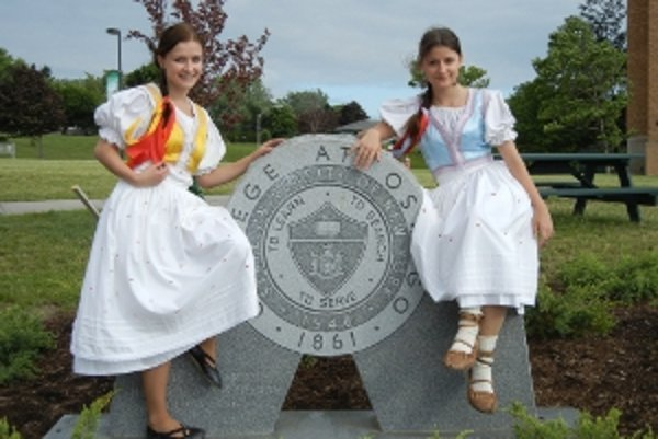 Veronika a Zuzana Klincové reprezentovali školu v americkom Oswegu.
