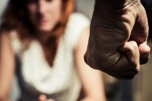 Trinásťročná Indka obvinila osem učiteľov z hromadného znásilňovania