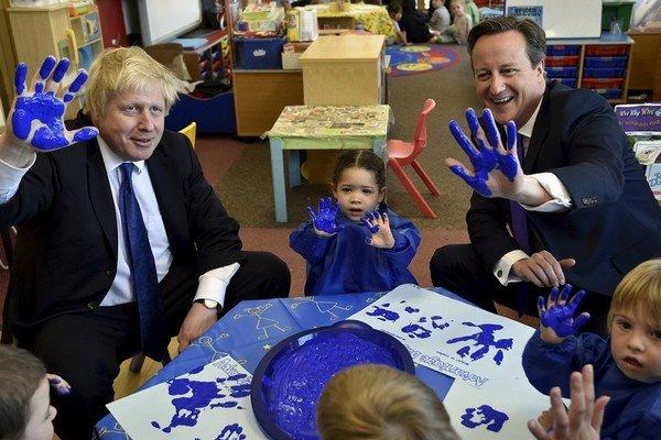 Aj vďaka Johnsonovej podpore ostáva Cameron v kresle premiéra.