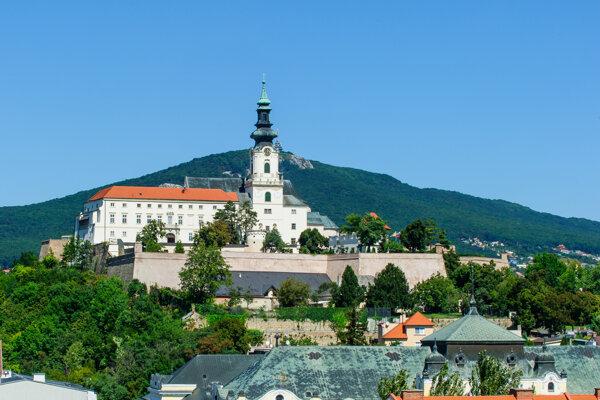 Nový objekt služieb pre turistov na Nitrianskom hrade sa zatiaľ nepodarilo otvoriť.