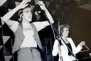 S Mekym Žbirkom spievajú v roku 1977 pieseň Janis Joplinovej Mercedes Benz.