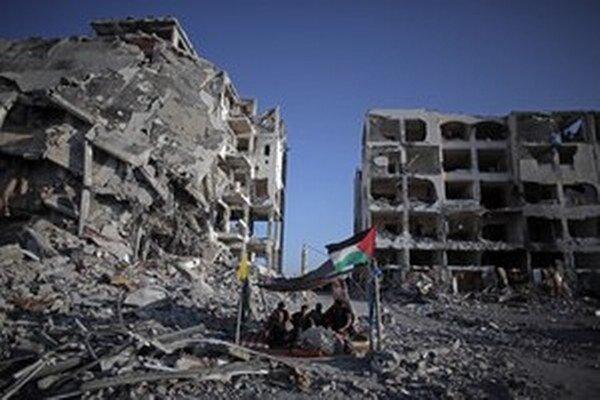 Podľa údajov OSN prišlo pri ozbrojenom konflikte medzi Izraelom a palestínskou stranou vlani o životy vyše 2200 Palestínčanov.