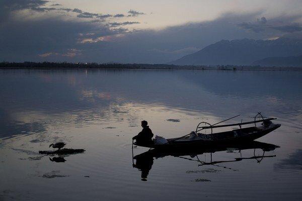 Kašmír leží v indicko-pakistanskom pohraničí, pričom oba štáty si nárokujú celé územie tohto regiónu.