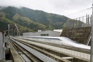 Vlak išiel rýchlosťou presahujúcou 600 km/h 1,8 kilometra.