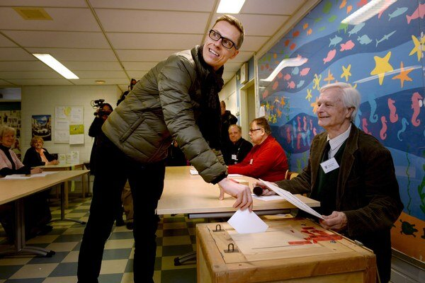 Fínsky premiér Stubb odovzdal svoj hlas vo voľbách.