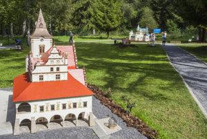 Radnica v Levoči je jedným trinástich modelov slovenských kultúrnych a technických pamiatok v parku Mini Slovensko.