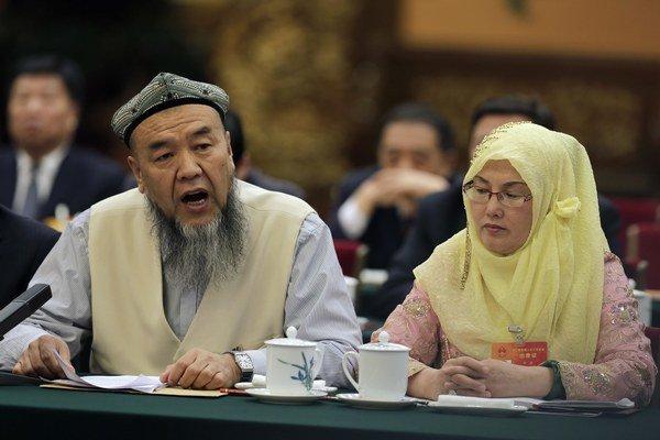 Za bradu a závoj hrozí Ujgurom väzenie.