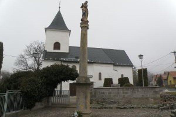 Mariánsky stĺp v Ráztočne je po 270 rokoch zničený.