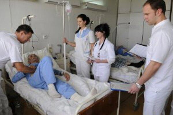 Lekári sú napriek novým zmluvám v štrajkovej pohotovosti.