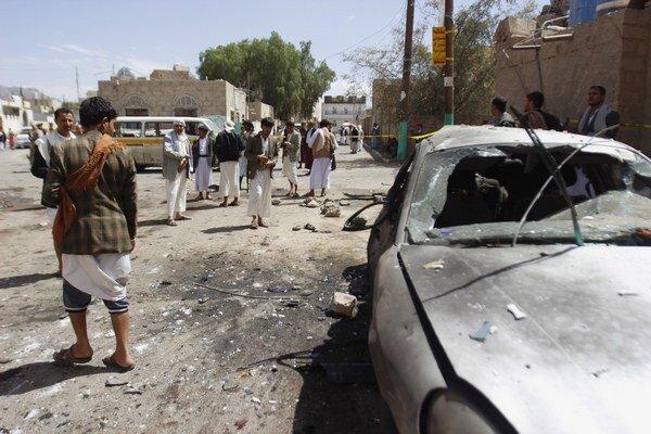 Samovražední útočníci odpálili nálože v mešitách al-Badr a al-Hašúš.