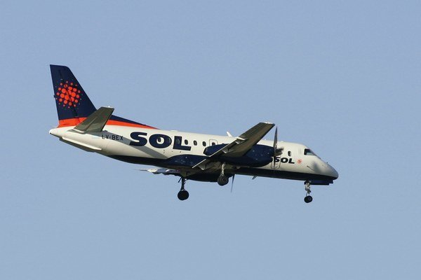 Na snímke dvojmotorové lietadlo argentínskej regionálnej leteckej spoločnosti.