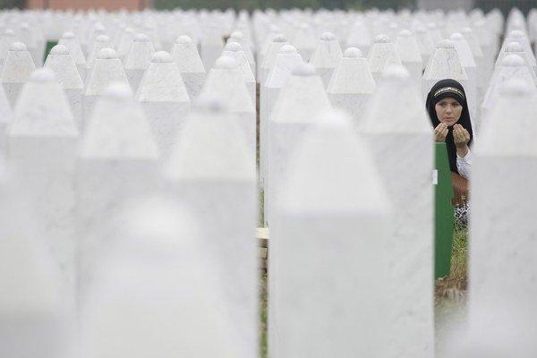 V Srebrenici zabili bosnianski Srbi osem tisíc moslimov.