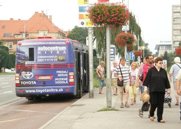 Autobusy sú oblepené reklamou, príjmy z nej sú podľa Grešša nízke.