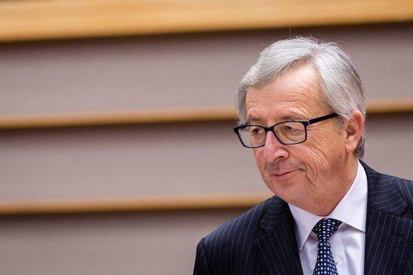 Podľa Junckera by európska armáda nemala byť konkurentom NATO.