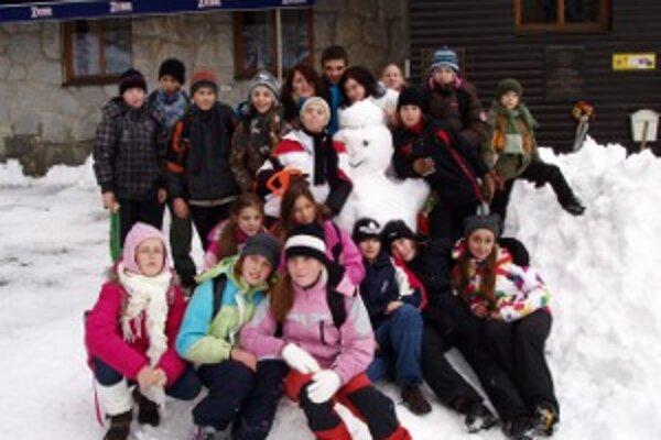 Vysoké Tatry privítali turistov snehovou nádielkou.
