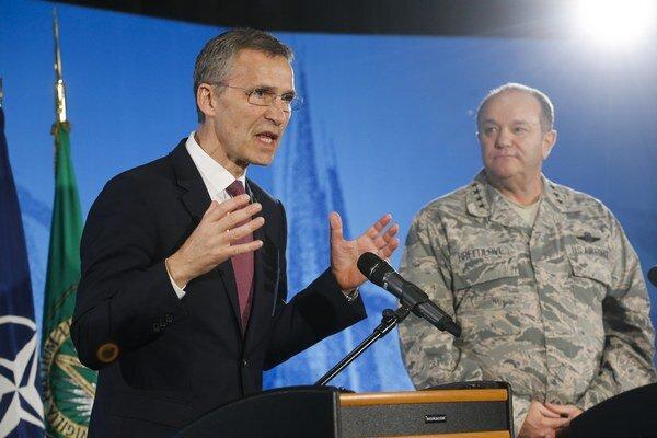 Rusko pokračuje vo vyzbrojovaní a výcviku separatistov, informoval šéf NATO.