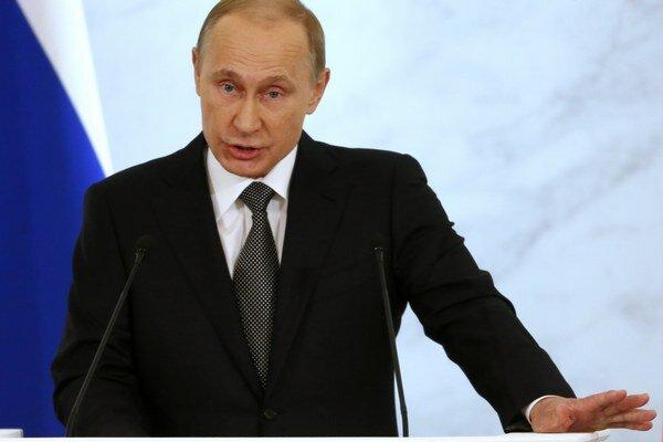 Putin, Medvedev, Čajka a Bastrykin budú mať na a výplatnej páske o desať percent menej.