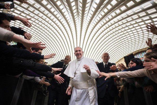 Pápež František pomohol bezdomovcom aj v minulosti.
