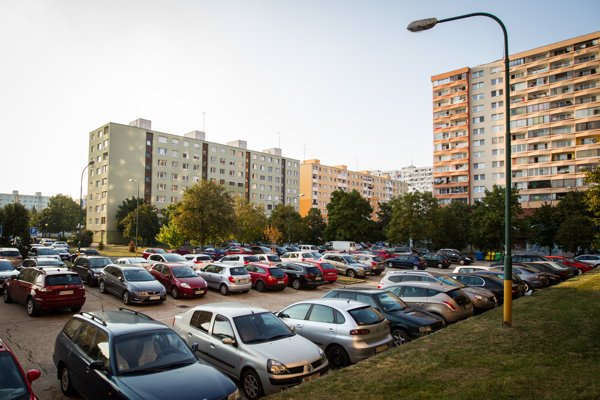 Na tomto mieste na Vavilovovej ulici má vyrásť garážový dom.