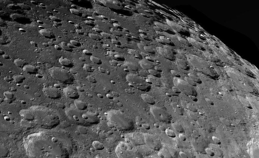 Detailný pohľad na mesačné krátery – víťaz kategórie Náš Mesiac.