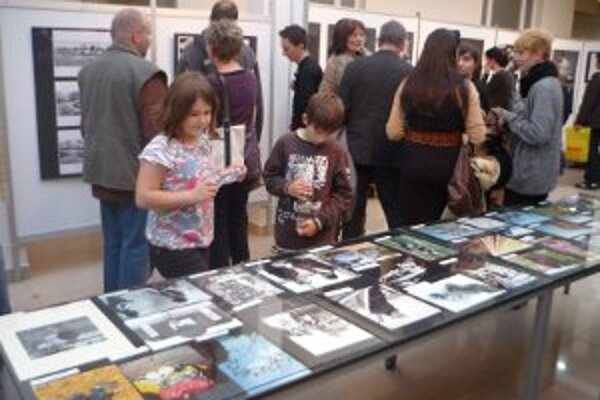 Na výstave Prizma návštevníci obdivovali snímky amatérskych fotografov.