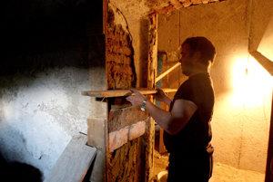 Rómov medzi seba stavbári často nechcú.