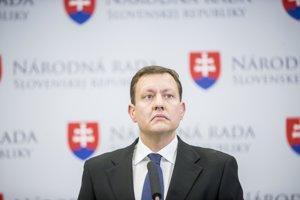 Poslanec Daniel Lipšic už vyjadril ľútosť nad nehodou aj ochotu pomôcť rodine usmrteného muža.