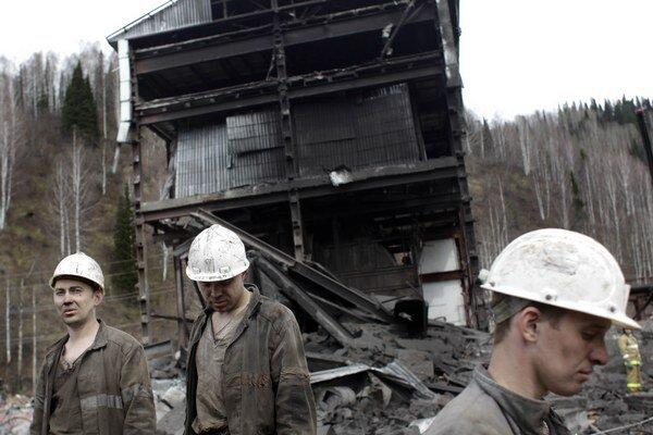 V bani na východe Ukrajiny zostalo uväznených takmer 500 baníkov.