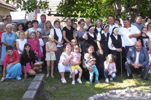 Výročie Domu svätej Kláry. Na stretnutie prišli všetci tí, ktorým saživot za posledných 15 rokov preplietol so zariadením na pomoc problémovým atýraným dievčatám.